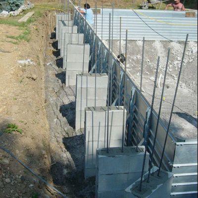 Realizzazione di pilastrini armati per appoggio bordo vasca e pavimentazione solarium